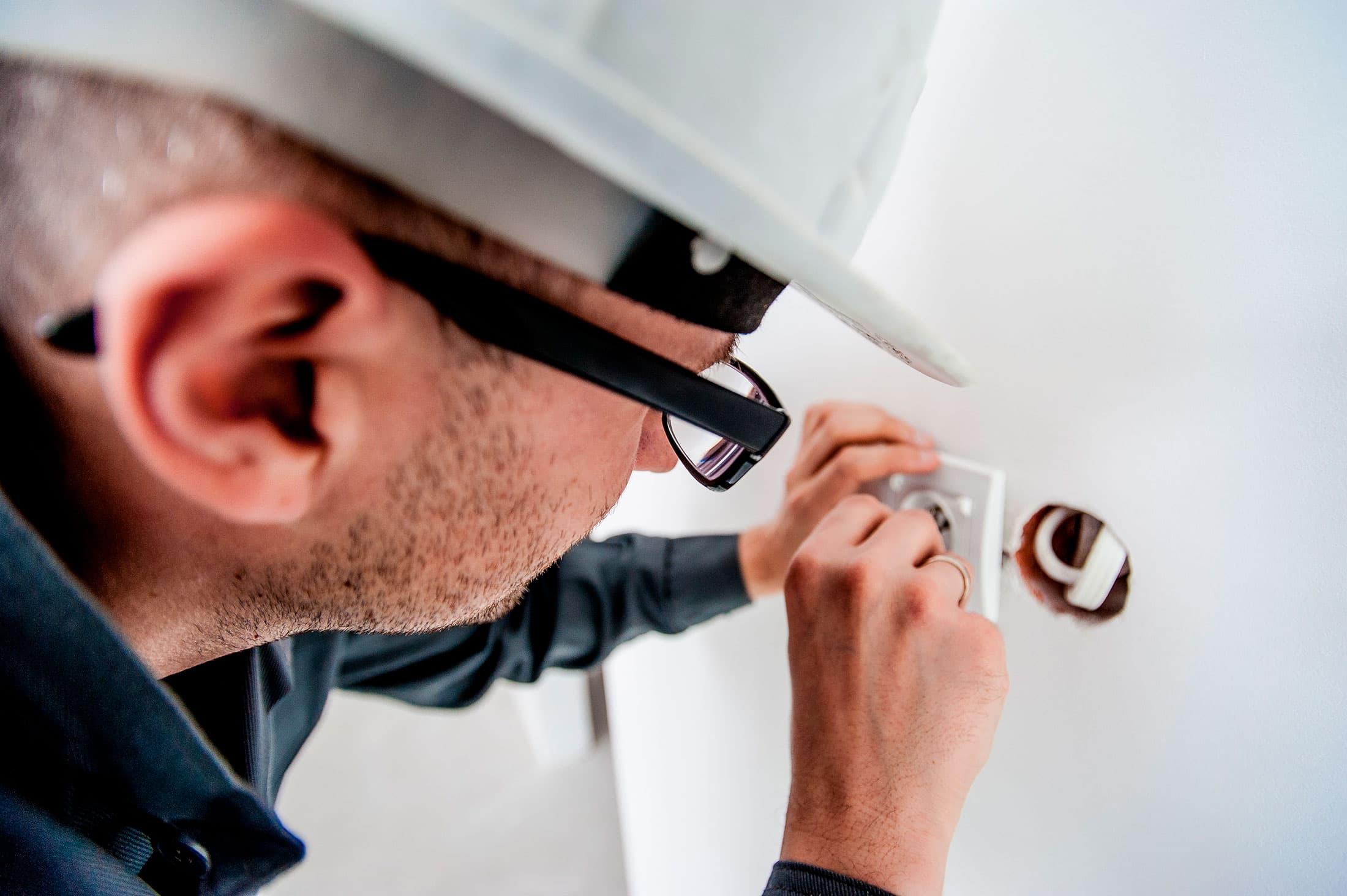 servicios de mantenimiento electricidad